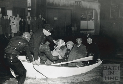 Evacuation from the Forum by boat, 1960