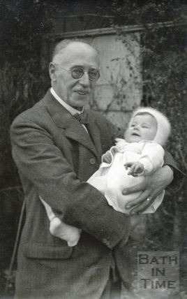 The photographer George Love Dafnis with Peter, his grandson 1940