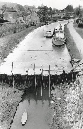 A frozen Kennet and Avon Canal, Bathampton 1986