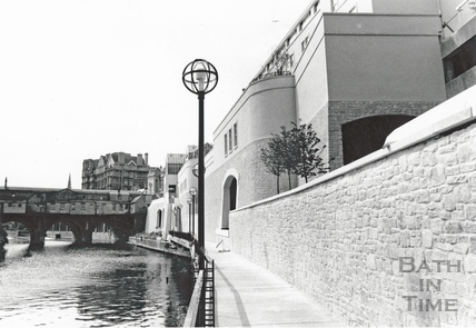 The riverside walk, Podium Centre with Pulteney Bridge in the background, June 1990