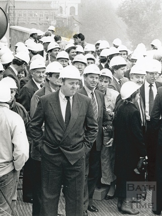 The men and women in suits come to inspect the Podium development, 19 Oct 1989