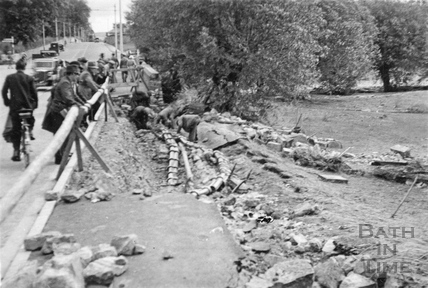 Relaying pipes on the A4 at Lambridge 1932