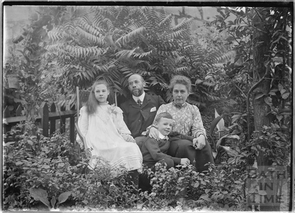 Unidentified group of people c.1910