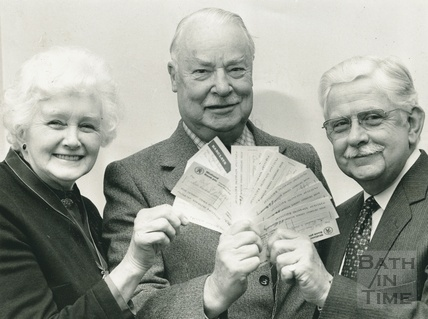 Kenneth Caswell Kimmersley (centre) (1914 - 2002) 19 March 1986