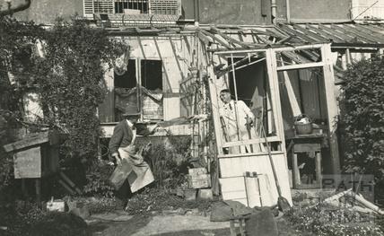 Making repairs to 32 Sydney Buildings 1942