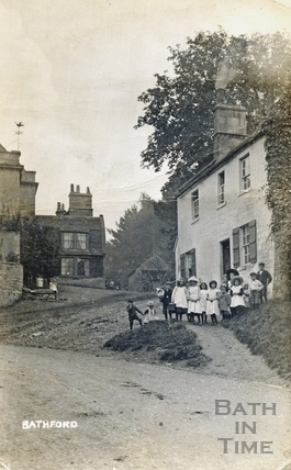 Children outside the New Inn, Bathford c.1906