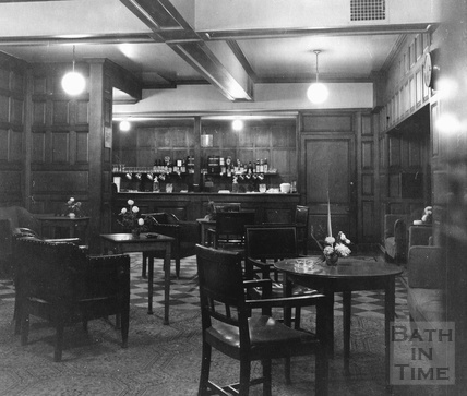 The oak room at Fortts restaurant and bar, Milsom Street c.1975