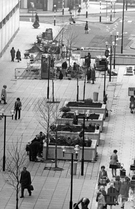Looking down Southgate Street 23 April 1975