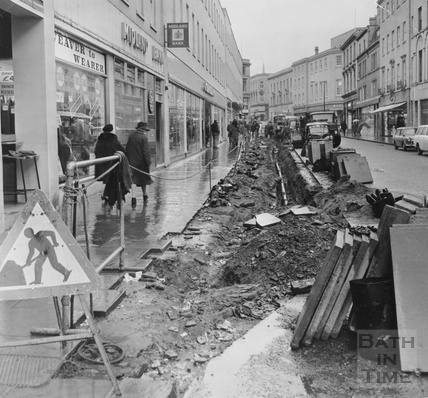 Roadworks on the old Southgate Street c.1975