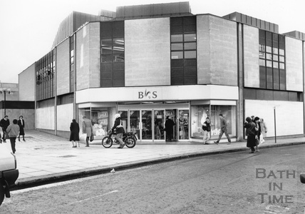 The corner of the Southgate Shopping Centre from New Orchard Street, February 1990