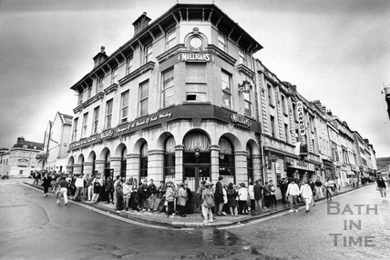 Queues for the Canon Cinema, Westgate Street July 1992