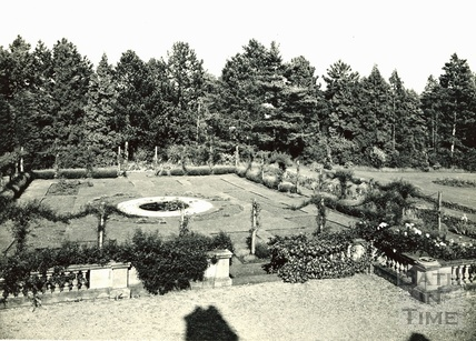 Gardens, possibly Widcombe Manor c.1910