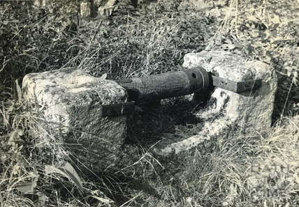 Mysterious device on the Kennet and Avon Canal, Avoncliff c.1950