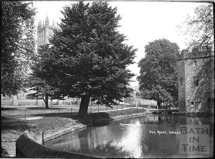 The Moat and Bishops Palace, Wells c.1930s