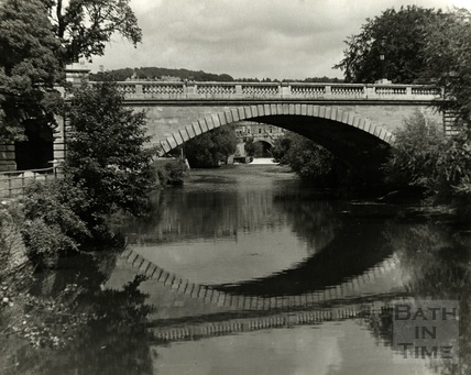 North Parade Bridge, with Pulteney Bridge just visible behind. c.1950