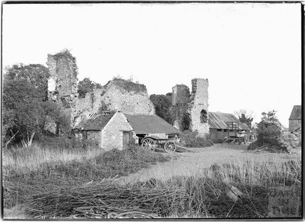 Ruined building with cart in farmyard, Yate Court, South Gloucestershire 1938