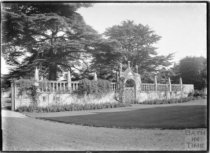Ornate garden wall, 1937