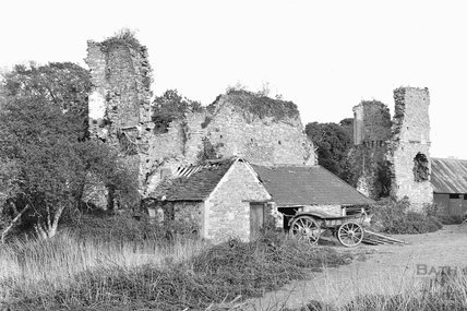 Ruined building with cart in farmyards, Yate Court, South Gloucestershire, 1938