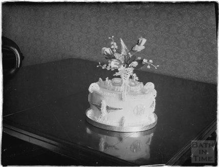 Wedding cake c.1930s