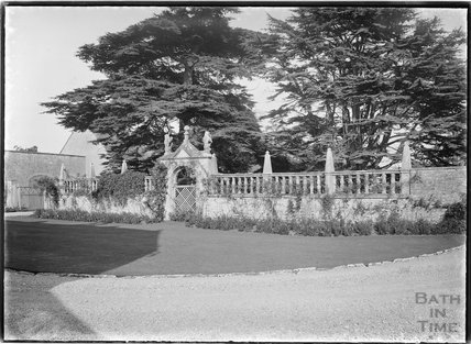Ornate unidentified garden wall, 1937