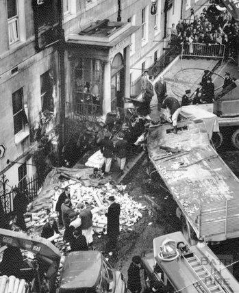 Lorry crash outside the Royal York Hotel, George Street, Bath, 6 April 1970