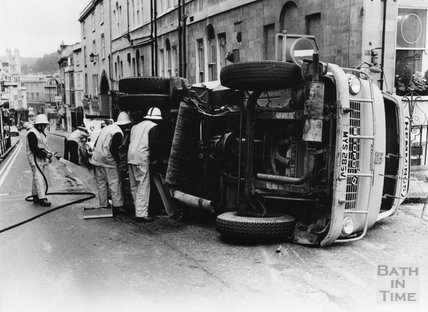 Lorry crash at the junction between Broad Street and Lansdown Hill, 29 August 1985