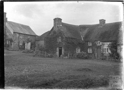 Unidentified thatched farm buildings, Dartmoor, Devon, 1906