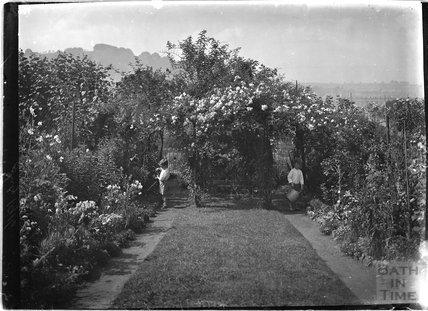 The back garden of 32 Sydney Buildings, Bath c.1915