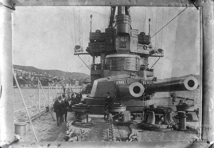 Guns on the upper deck of HMS New Zealand, c.1915