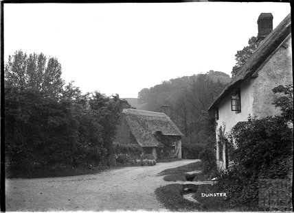 Old thatched cottages, Dunster, near Minehead, Somerset c.1920s