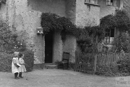 Thatched Cottage , Minehead, Somerset c.1905-1915 - detail