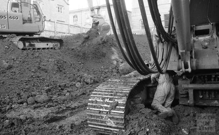 Dismantling the core pile rig at Thermae Bath Spa, 16 February 2001