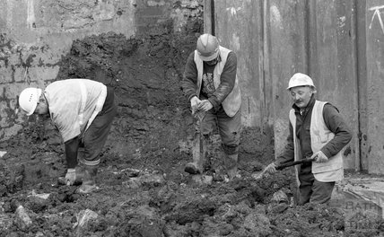 Digging at Thermae Bath Spa, 16 February 2001