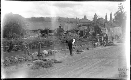 Fixing the road after a flood at Larkhall, 1032