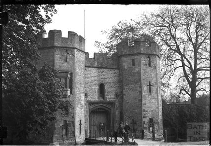 The drawbridge and gatehouse, Bishop's Palace, Wells c.1900s
