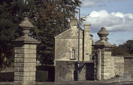 The top lodge and gateposts at Ralph Allen Drive, 1979