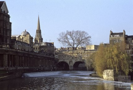 Pulteney Bridge and weir with Grand Parade to the left, 1979