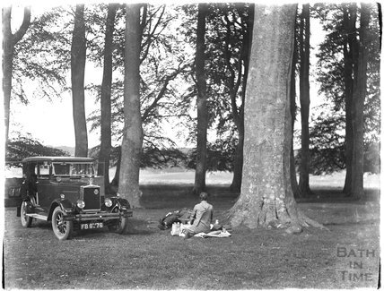 The photographer's car a wife Violet c.1906