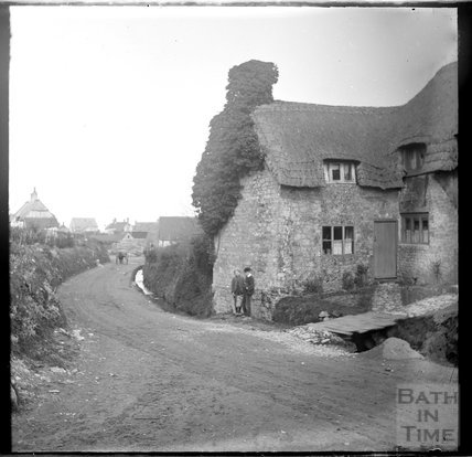 Unidentified cottage possibly Selborne, Hampshire, c.1900