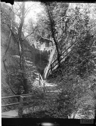 A garden pavilion on a rocky path, possibly at Devil's Bridge, North Wales, c.1900s