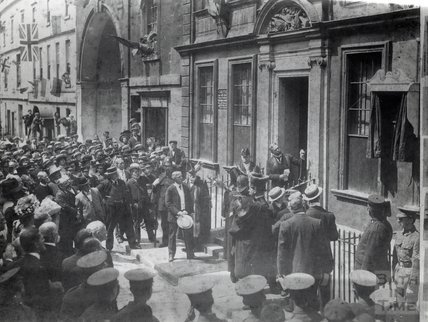 Sir Gilbert Parker Unveiling a Tablet to General Woolfe at 5 Trim Street, 1909