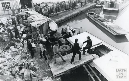 A human chain emptying the contents of the crashed lorry, 10 April 1984