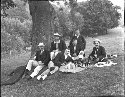 Edwardian gentlemen's picnic, probably on the Avon, c.1900s