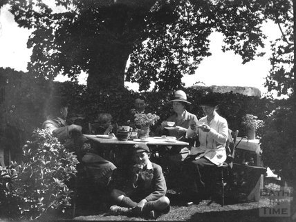 The Dafnis family and friends take tea, c.1920s
