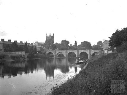 Tewkesbury Abbey and bridge over the Severn, c.1900s