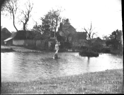 The lake and statue in the ground of an unknown house, c.1900s