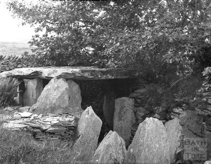 Cromlech or barrow in unidentified location, c.1900s