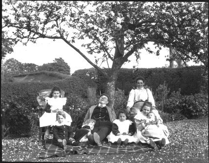 Members of the Dafnis family?, c.1900s