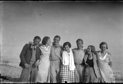 Unidentified group shot an of an unidentified location, c.1930s