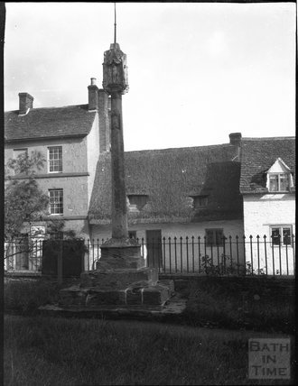 Churchyard Cross at St Mary, Cricklade, c.1900s